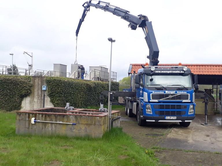 Kläranlage Kellinghusen: Motor ausgetaucht mit Kran…
