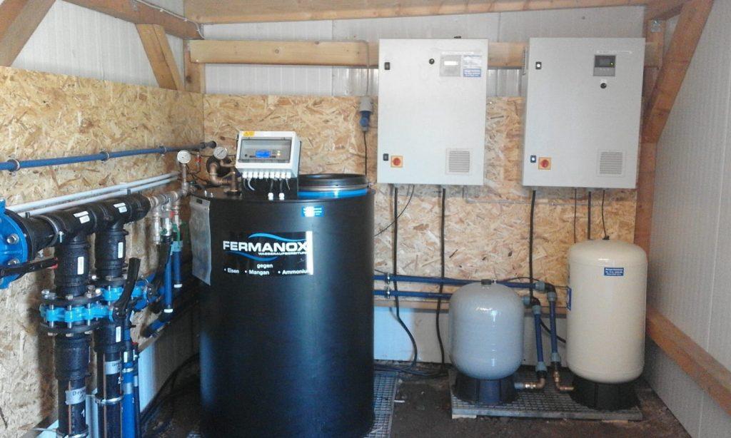 Schenefeld… Wassertechnik und Wasseraufbereitung für einen Baumschulbetrieb. 2 Brunnen 10″ 52m, FU-Betrieb für U-Pumpen Max 42 Kubikmeter,  Fermanox Aufbereitung mit einer Tagesleistung von 160 Kubikmeter.