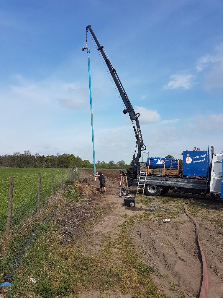 Ellerbek Baumschule Ostermann… Leistungspumpversuch mittels Unterwasserpumpe an einem Brunnen durchgeführt zur Berechnung einer optimal ausgelegten Pumpe für Feldberegnung.